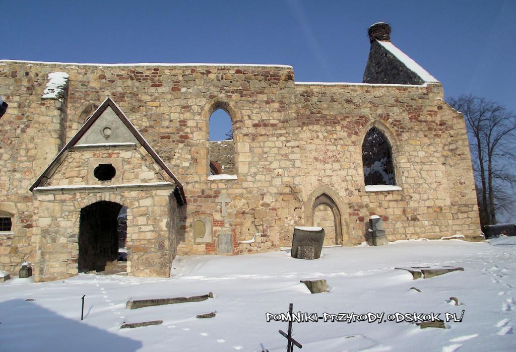 ruiny kościoła w Sobocie