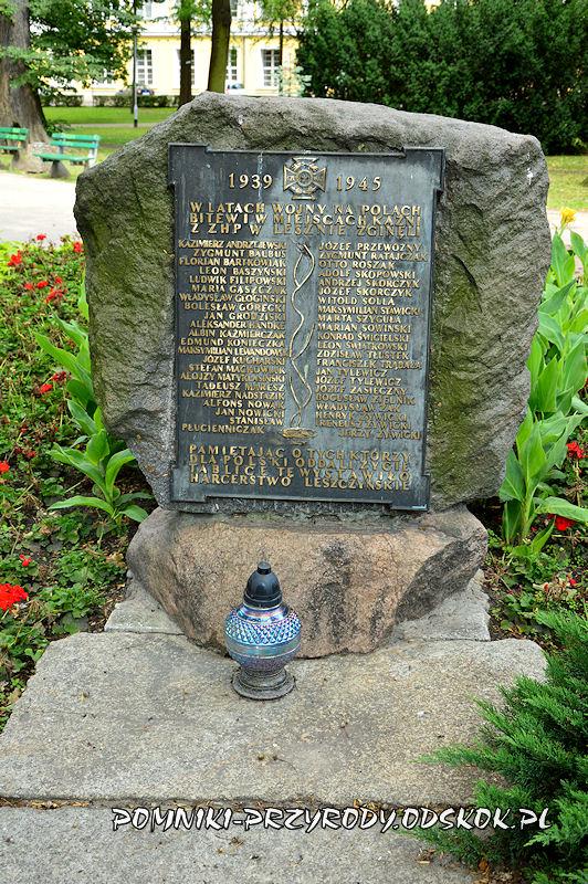 Park Miejski w Lesznie - pomnik poświęcony harcerzom