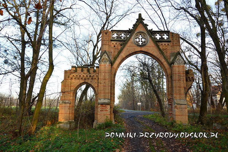 brama do kopickiego parku