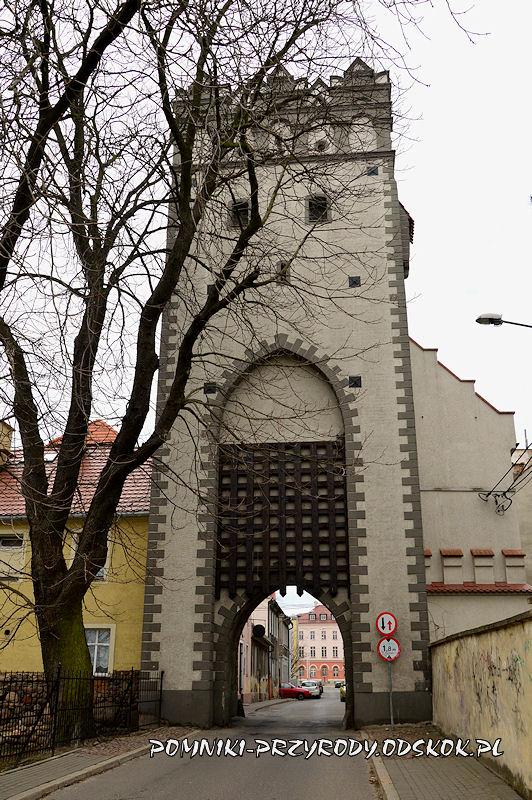 Brama Lewińska w Grodkowie