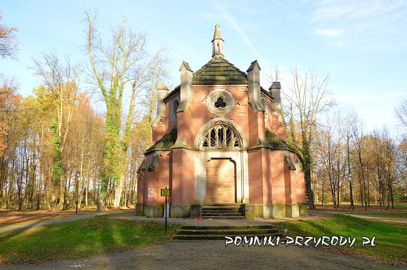 mauzoleum w Parku Miejskim w Sycowie