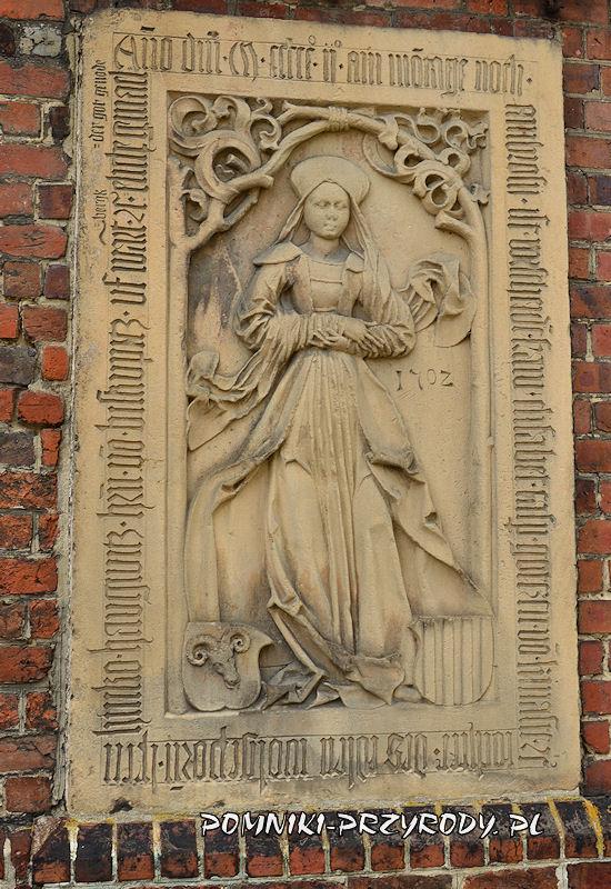 płyta nagrobna na ścianie kościoła w Sycowie