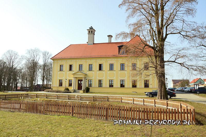 cypryśnik błotny przy pałacu w Gaworzycach