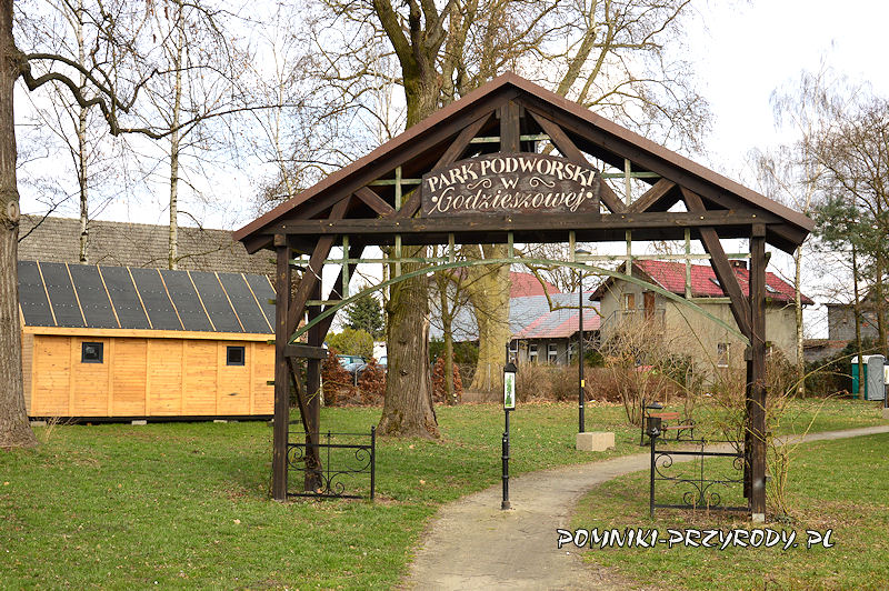 brama do parku w Godzieszowej