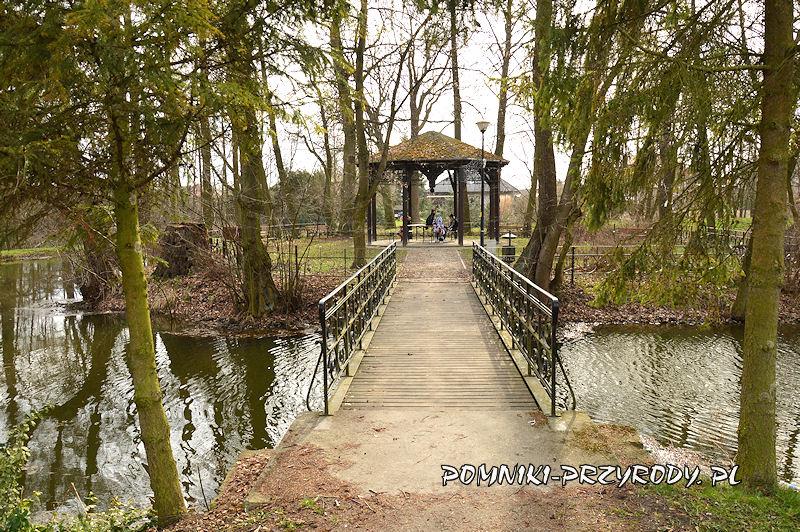 mostek prowadzący na wyspę